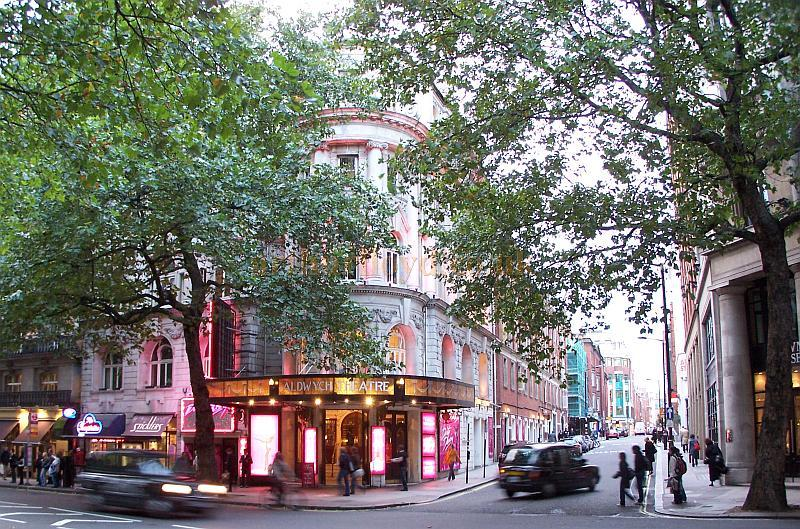 The Aldwych Theatre in 2006 - Photo M.L. The picture also shows the rear of the Theatre Royal Drury Lane beyond the scaffolding on the left up Drury Lane itself.