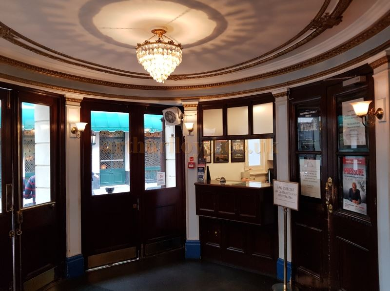 The Foyer and Box Office of the Ambassadors Theatre in May 2018 - Photo M.L.