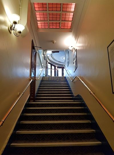 The Stairs to the Stalls from the Foyer of the Ambassadors Theatre in May 2018 - Photo M.L.