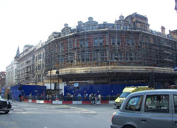 The Astoria Theatre and the rest of the block of buildings on the corner of Charing Cross Road and Oxford Street during demolition work in May 2009 - Photo M.L.