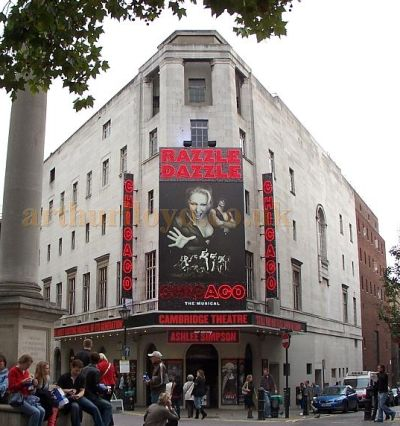 The Cambridge Theatre during the run of the revival of the hit show 'Chicago' in October 2006 - Photo M.L.