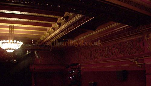 Section of the auditorium ceiling and one of the original chandeliers of the Carlton Theatre, still visible in 2008 - Photo M.L.