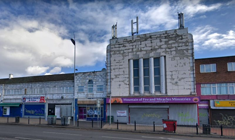 A Google StreetView Image of the former Princess Cinema, New Road, Dagenham - Click to Interact.