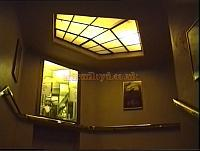 View of the concealed lighting in the stairway of the Duchess Theatre in the 1990s. - Photo M.L.