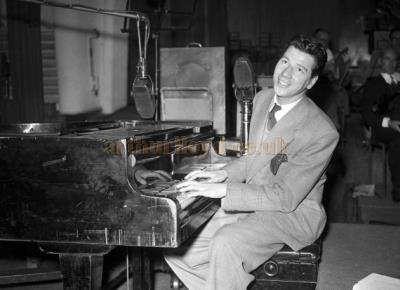 Max Bygraves performing at the Piano - Courtesy Graeme Smith.