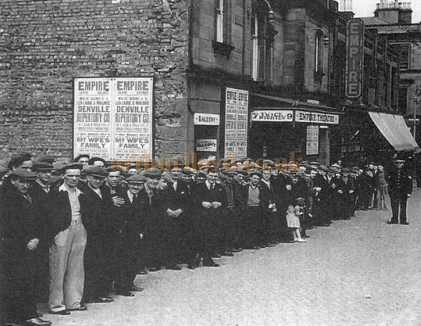 Empire Theatre, queue in Manse Lane, Greenock in 1933 for an unemployed matinee - Courtesy of George Woolley.