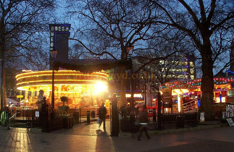 London's Leicester Square in December 2008 - Photo M.L.