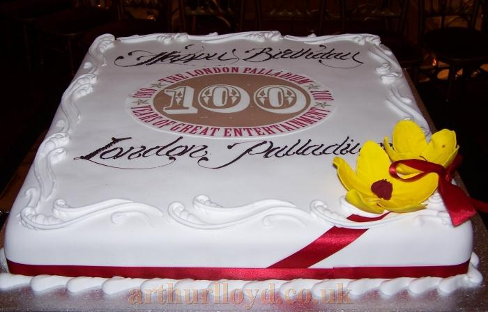 Birthday cake celebrating 100 years of Great Entertainment at the London Palladium - Photo M.L.