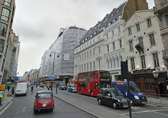 A Google StreetView Image showing the same view as the 1829 engraving above. Note the Lyceum Tavern's very similar facade to the original Lyceum Theatre entrance - Click to Interact.