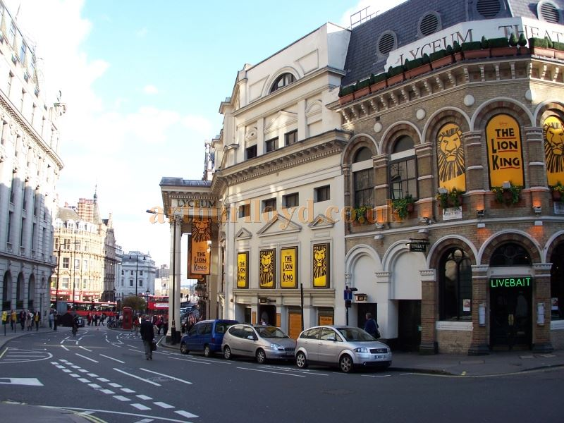 A Photograph of The Lyceum Theatre, looking down Wellington Street towards the Strand in 2005 - Photo M.L.