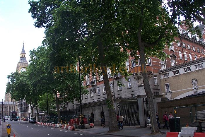 The Norman Shaw Building, on site of the former National Opera House, Thames Embankment, in May 2011 - Photo M.L.