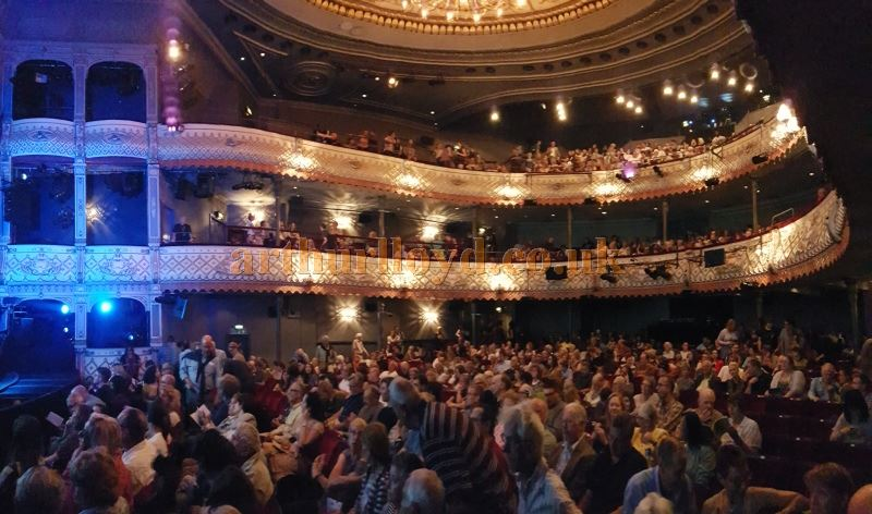 The auditorium of the Old Vic from the Stalls during the run of 'Groundhog Day' in August 2016 - Photo M.L. (Note the un-cantilevered auditorium and its supporting pillars.