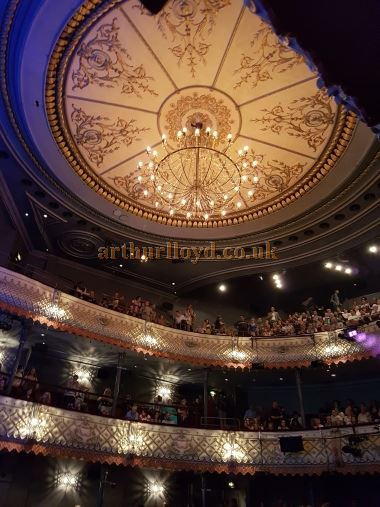 The auditorium of the Old Vic from the Stalls during the run of 'Groundhog Day' in August 2016 - Photo M.L.
