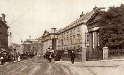 A postcard depicting the Theatre Royal, Plymouth in 1921.