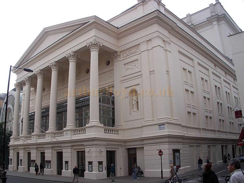 The Royal Opera House, Covent Garden, in October 2006. - Photo M.L.