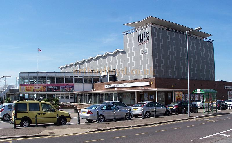 The Cliffs Pavilion, Westcliff-on-Sea, Southend in August 2009 - Photo M.L.