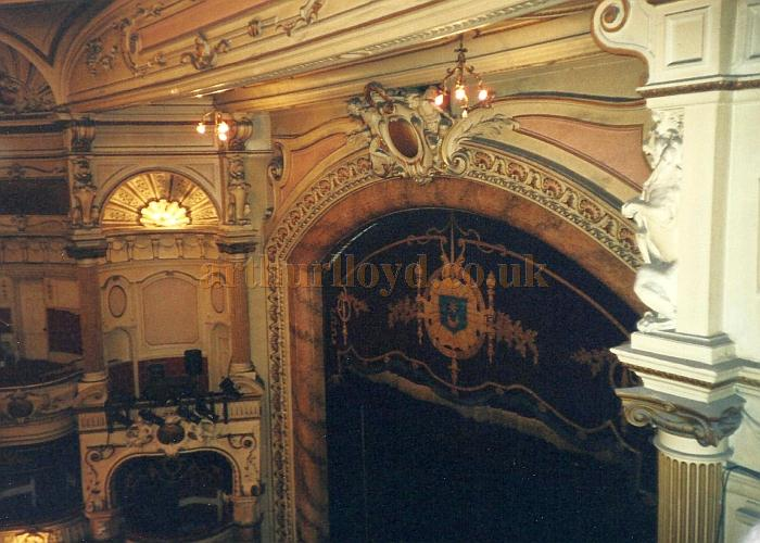 The Proscenium and Auditorium of the King's Theatre, Southsea in 2000 - Courtesy David Garratt.
