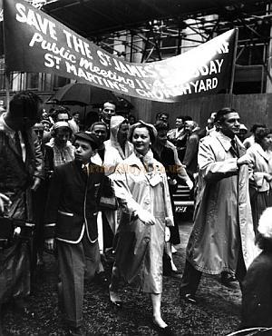 Laurence Olivier and Vivien Leigh lead a protest march in 1957 to try and save the ill fated St. James's Theatre.