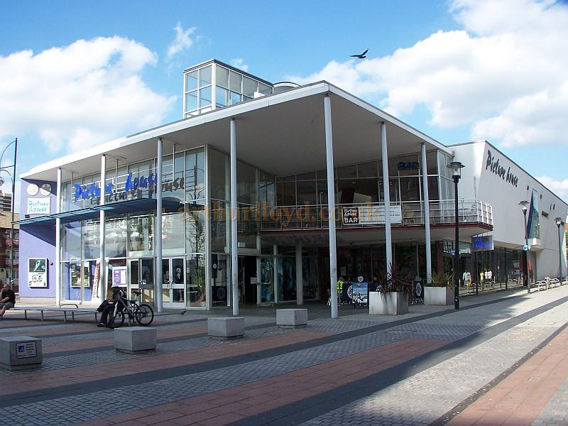 The Picturehouse Cinema complex on Gerry Raffles Square, Stratford East in August 2009 - Photo M.L.