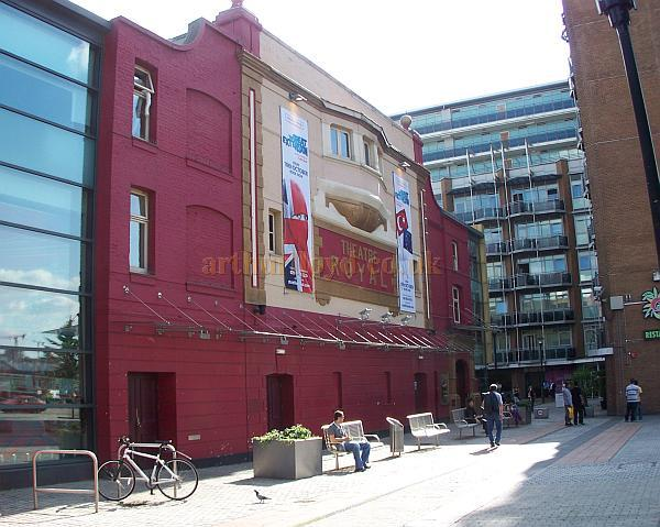 The Theatre Royal, Stratford East in August 2009 - Photo M.L.