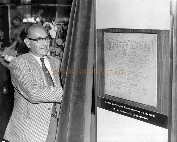 Bud Flanagan unveils the Marie Lloyd Remembrance Tablet from the Tivoli Theatre at the new Peter Robinson Store on the Strand on the 17th of August 1959 - A Sport & General Press Agency Ltd. Photograph.