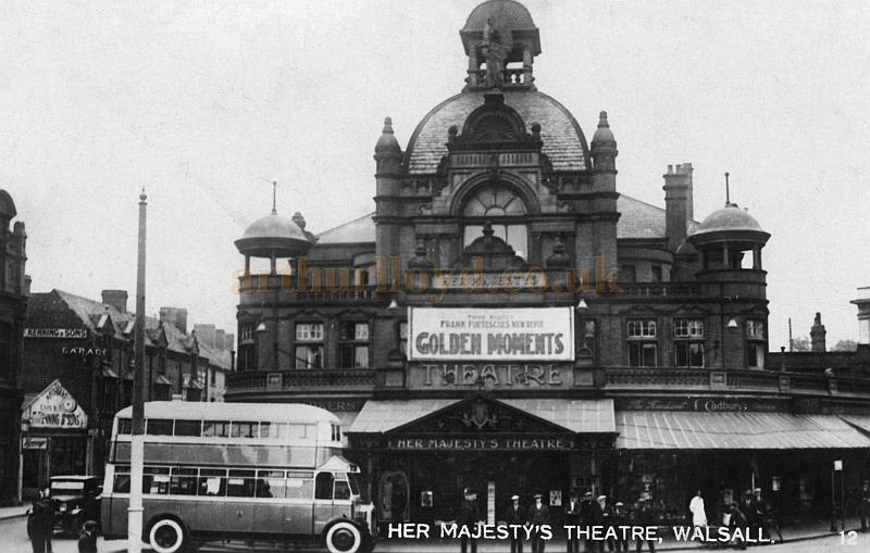 Her Majesty's Theatre, Walsall during the run of Frank Fortescue's Review 'Golden Moments' in the 1930s - Courtesy John Griffiths.