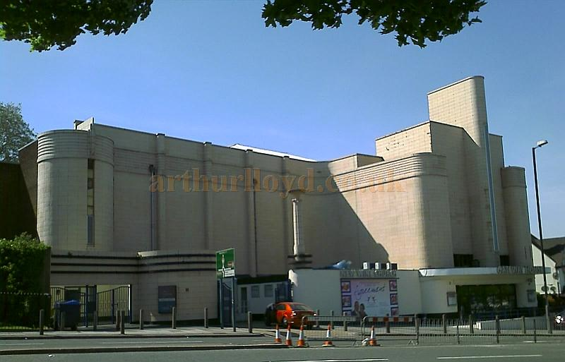 The former Odeon Cinema, Woolwich, now renamed Gateway House and in use by the New Wine Church - Photo M.L. 2008